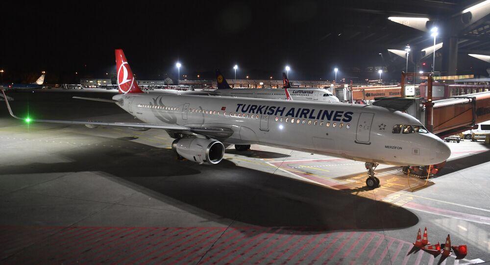 Avião A321 da Turkish Airlines estacionado no Aeroporto de Berlim-Tegel, 26 de outubro de 2017