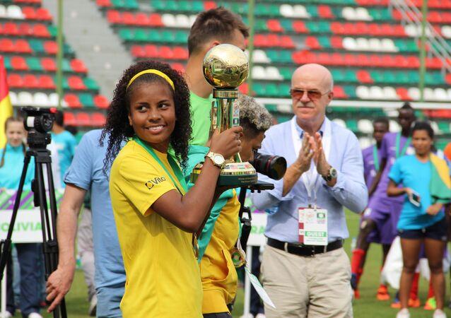 Taisa, capitã da equipe brasileira na Street Child World Cup 2018, escolhida como melhor jogadora do torneio com 14 golos marcados, em Moscou, em 16 de maio de 2018