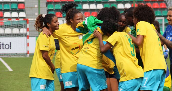 Equipe brasileira festeja golo no jogo final da Street Child World Cup 2018, em Moscou, em 16 de maio de 2018