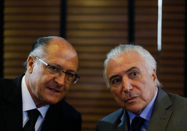 Ex-governador de São Paulo, Geraldo Alckmin, ao lado do presidente Michel Temer
