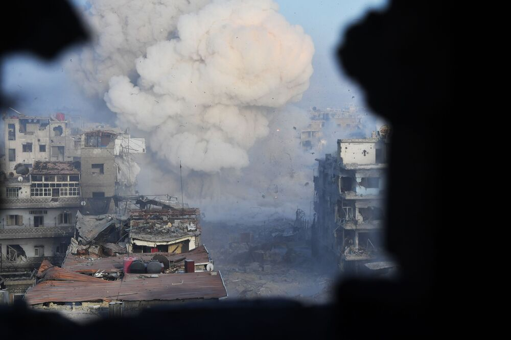 Ataque aos territórios dos militantes da organização terrorista na área do antigo campo de refugiados palestinos no subúrbio a sul de Damasco