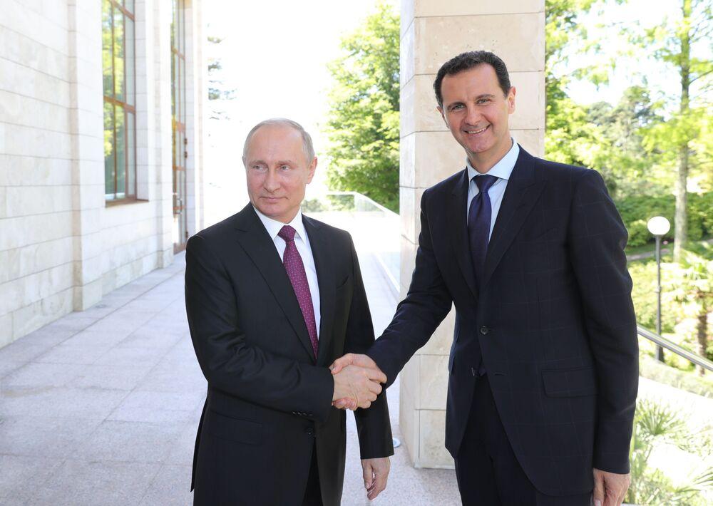 Presidente russo, Vladimir Putin, se encontra com seu homólogo sírio, Bashar Assad, na cidade russa de Sochi
