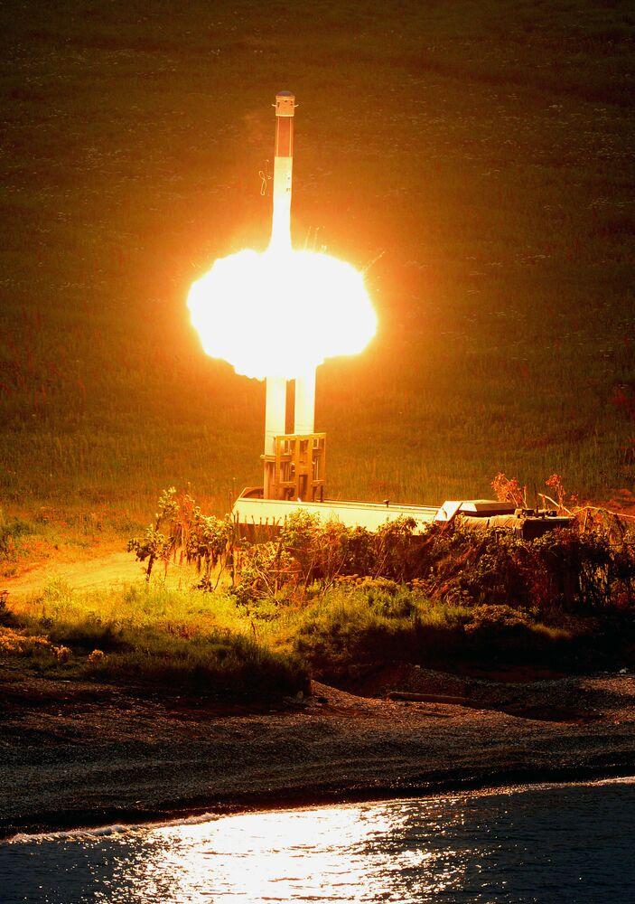 Lançamento de míssil pelo novo sistema de defesa costeiro de mísseis Bastion que entrou em serviço da Frota do Pacífico em 2016
