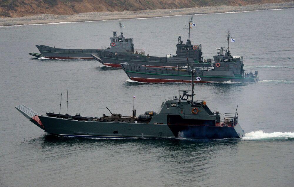Desembarque de uma brigada de fuzileiros navais da Frota do Pacífico realizado no âmbito de manobras no polígono de Klerk na região de Primorie