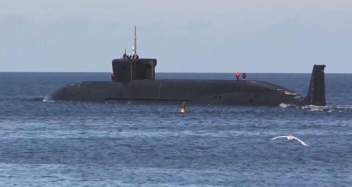 Submarino estratégico russo Yuri Dolgoruky no mar Branco