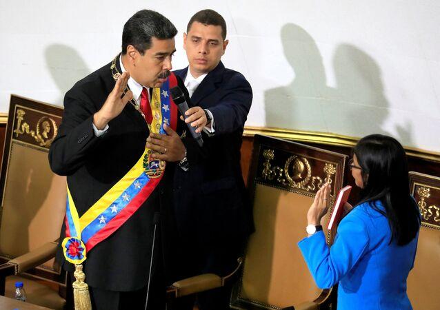 O presidente da Venezuela, Nicolás Maduro, faz o juramento presidencial.