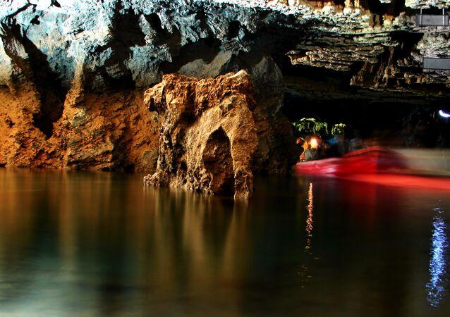 Caverna de Ali-Sadr, a maior caverna alagada do mundo localizada em Hamedan, Irã, 10 de agosto de 2006