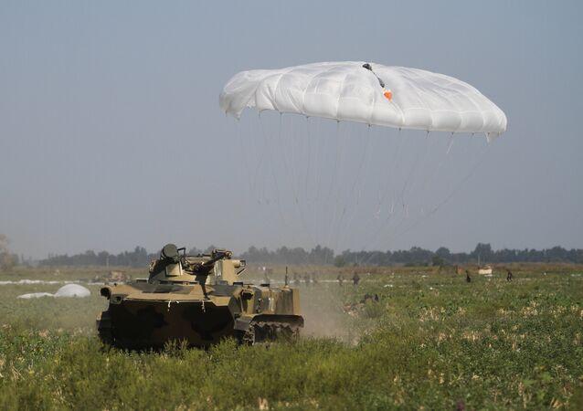 Exercícios conjuntos das tropas aerotransportadas da Rússia, Bielorrússia e Sérvia na região de Krasnodar, 2015