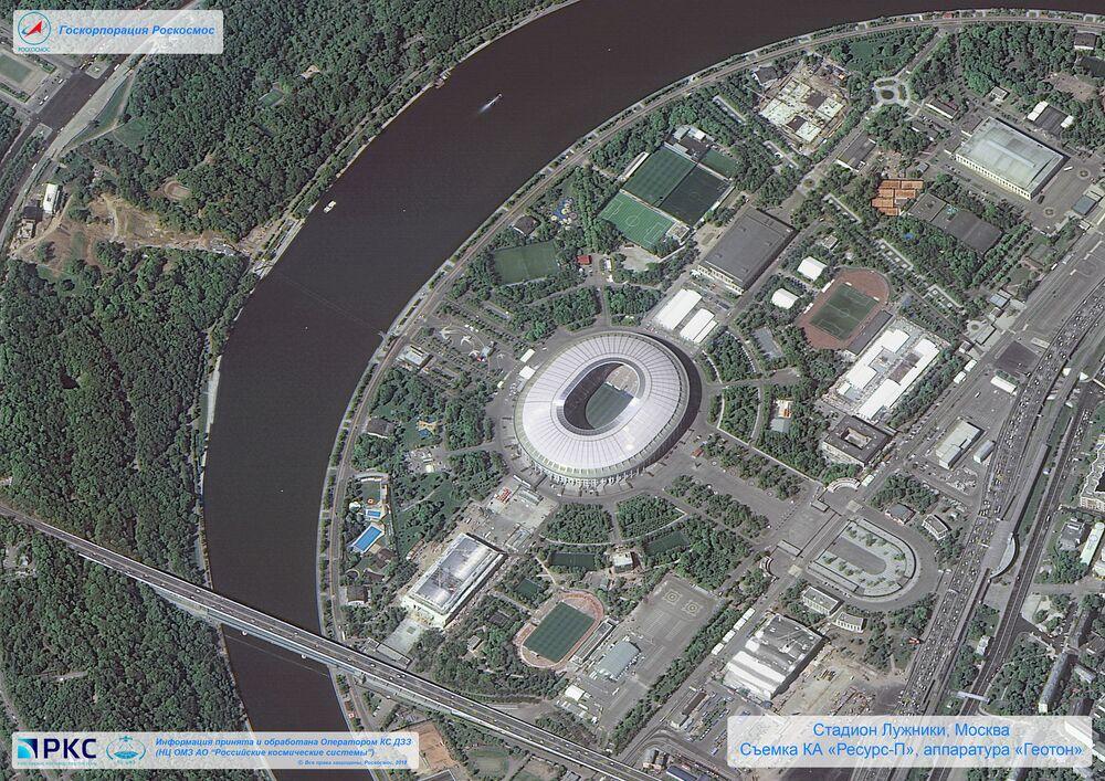 Imagem do estádio Luzhniki tirada pelo satélite russo Resurs-P nas vésperas da Copa do Mundo 2018, na cidade-sede de Moscou