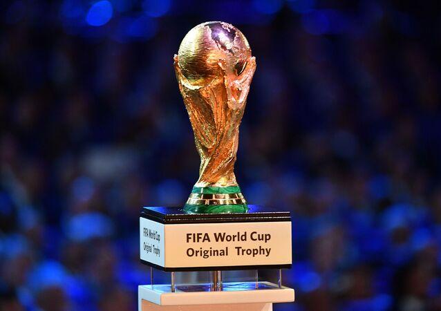 Taça de campeão durante sorteio da Copa do Mundo 2018 (foto de arquivo)