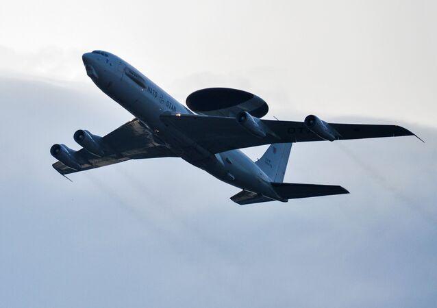 Avião da OTAN, Boeing E-3A Sentry, durante a cimeira do bloco em Varsóvia (foto de arquivo)