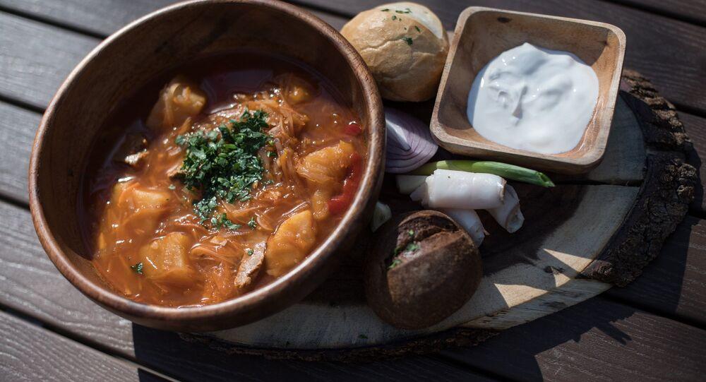 Sopa borsch do restaurante Rostov-Papa