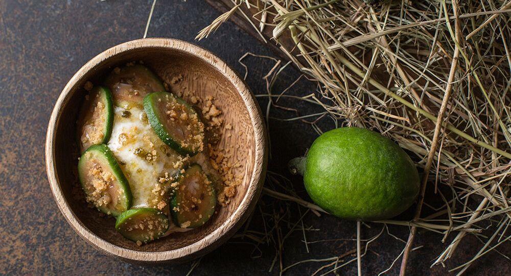 Sorvete de matsoni (iogurte armênio) com feijoa do Restaurante Baran-Rapan
