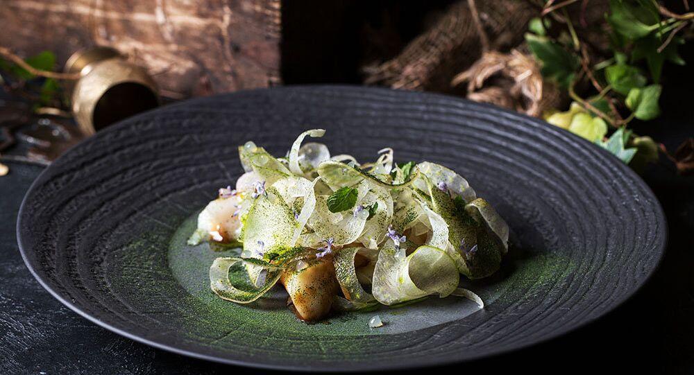 Bacalhau com funcho, molho missô e maçã do Restaurante Baran-Rapan