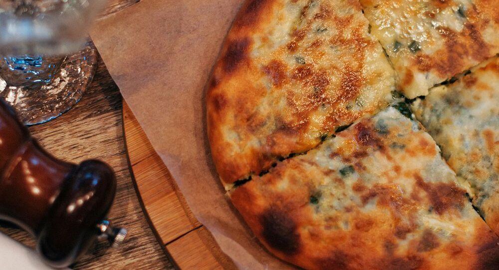 Khachapuri de espinafre do Restaurante 5642 Vysota em Sochi