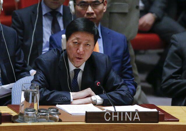Wu Haitao, representante permanente adjunto da China perante a ONU, fala em reunião de emergência do Conselho de Segurança da ONU, em novembro de 2017