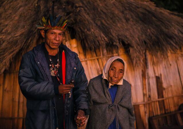 A centenária avô do Cacique Nizio Gomes ainda espera. Ela ainda espera poder enterrar seu neto.