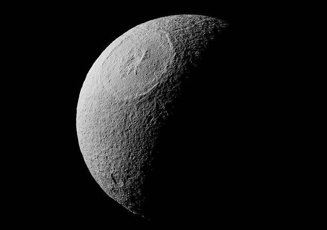 Tétis, a lua gelada de Saturno