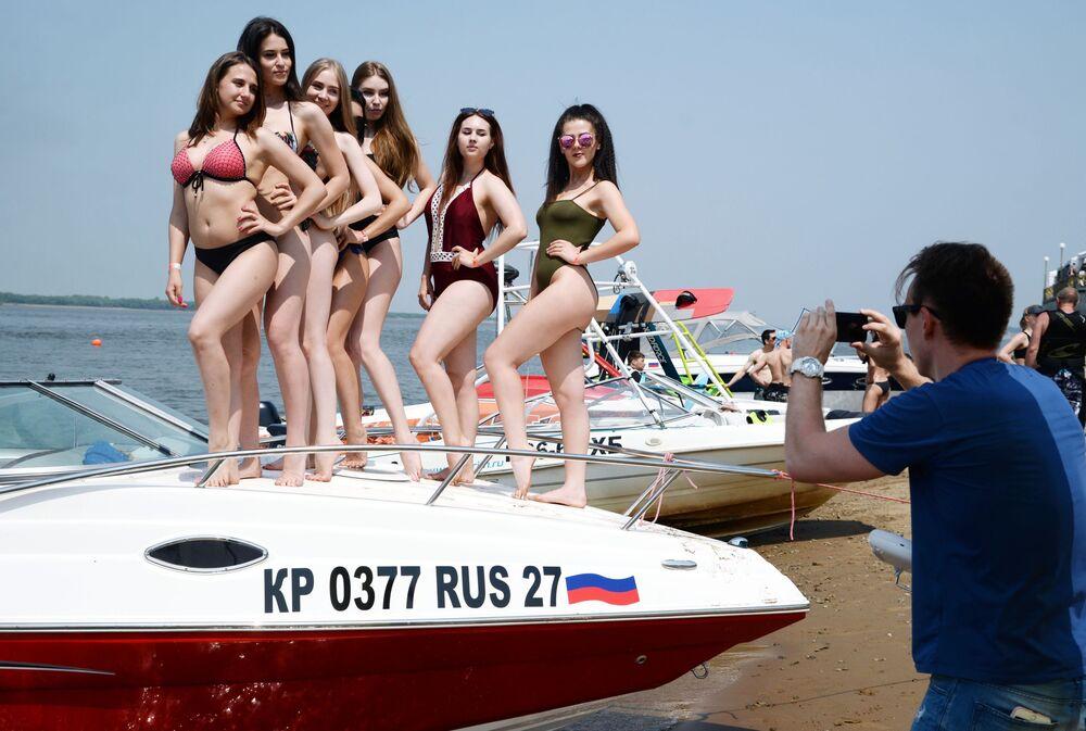 Lançamento da temporada de verão do evento Aquafest 2018, na cidade russa de Khabarovsk.