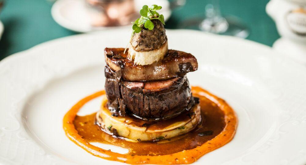 Bife à Rossini com foie gras e trufas ao molho madeira do restaurante da cozinha russa Café Pushkin