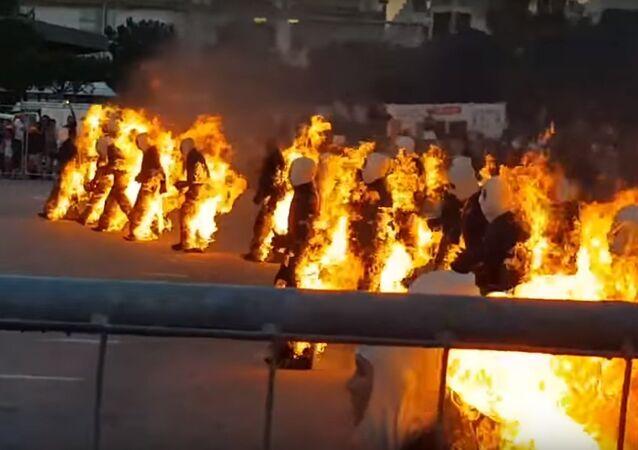 Pessoas em performance queimando-se por completo - Livro Guinness dos Recordes
