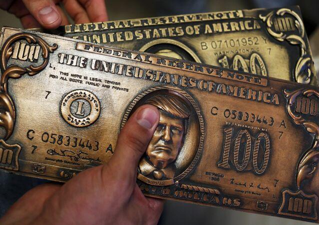 Molde para emissão de cédulas de dólares norte-americanos para oferta com o retrato de Donald Trump