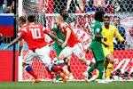 Seleção da Rússia comemora o primeiro gol da Copa do Mundo 2018