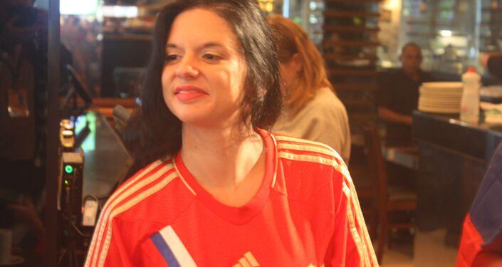 Elodie Pigeon é francesa, mas fez questão de se reunir com as amigas russas e apoiar o time anfitrião no jogo desta quinta.