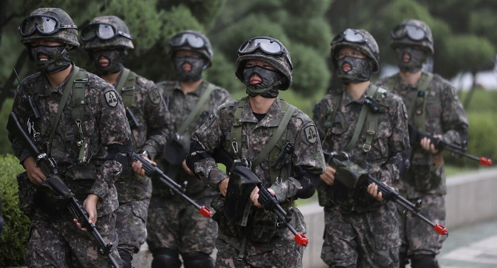 Soldados sul-coreanos participam de simulação de combate ao terror como parte dos exercícios Ulchi Freedom Guardian (arquivo)