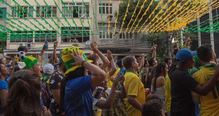 Torcedores acompanham a estreia da seleção brasileira na Copa do Mundo 2018