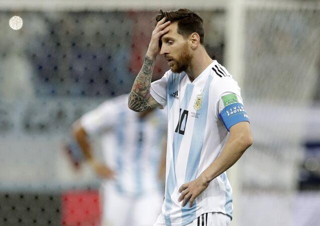 Messi se lamenta durante derrota da seleção argentina por 3x0 contra a Croácia em Nizhny Novgorod, durante a Copa do Mundo de 2018.