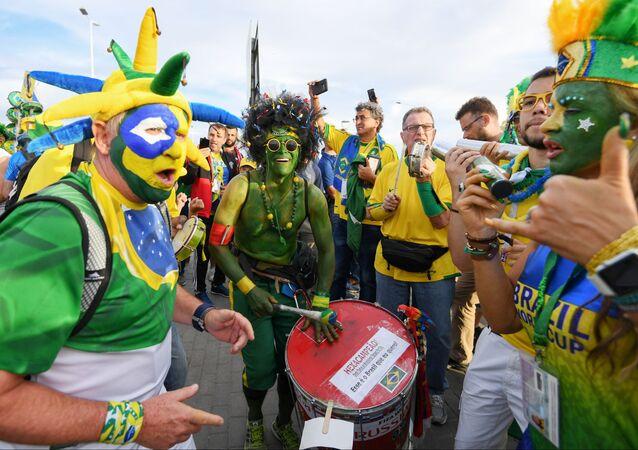 Torcida brasileira antes do jogo Brasil-Costa Rica, na cidade de Rostov-no-Don, em 22 de junho de 2018