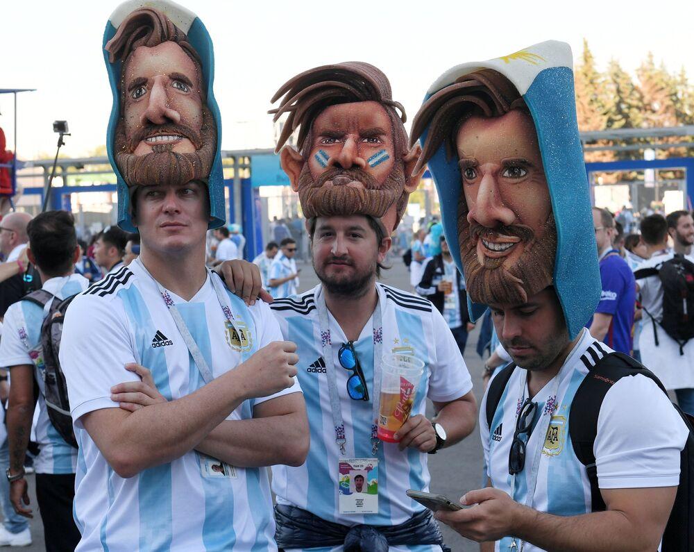 Torcedores argentinos antes do jogo da sua seleção com a Nigéria em São Petersburgo