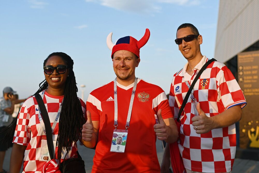 Torcedores da Croácia se preparando para o jogo contra a Islândia em Rostov-no-Don