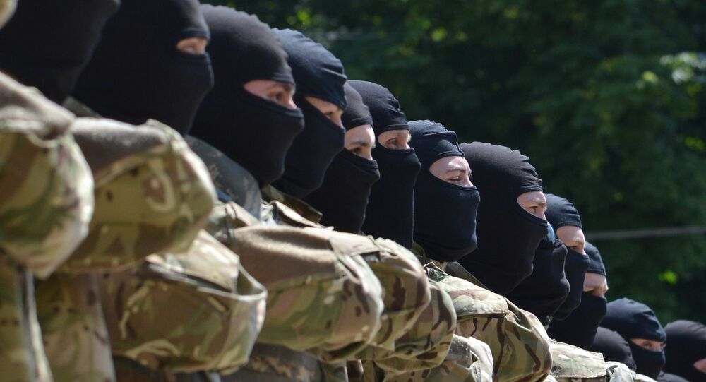 Combatentes do batalhão Azov prestam juramento em Kiev antes de serem enviados a Donbass, julho de 2014