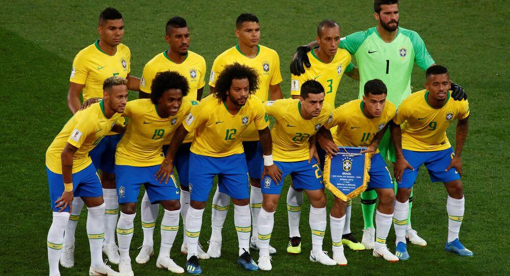 Equipe do Brasil no jogo contra a Sérvia.