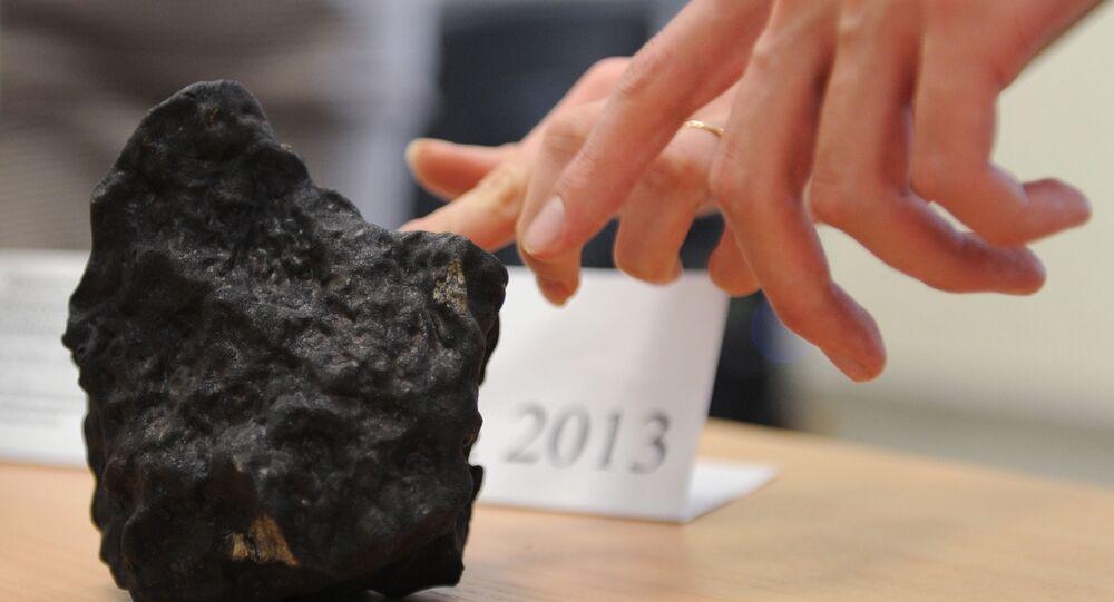 Fragmento do meteorito de Chelyabinsk que caiu na Rússia em 15 de fevereiro de 2013