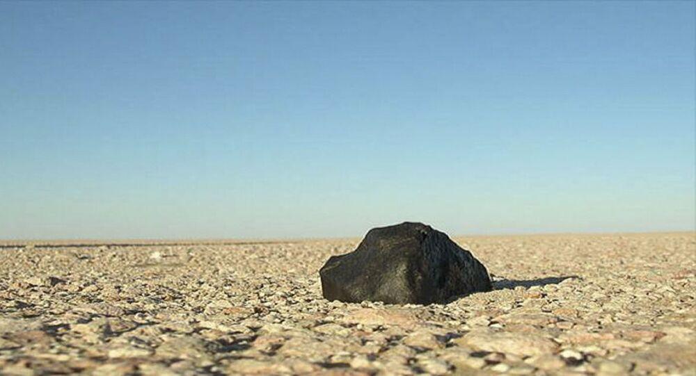 Fragmento de um meteorito no deserto de Rub al-Khali, Emirados Árabes Unidos (imagem referencial)