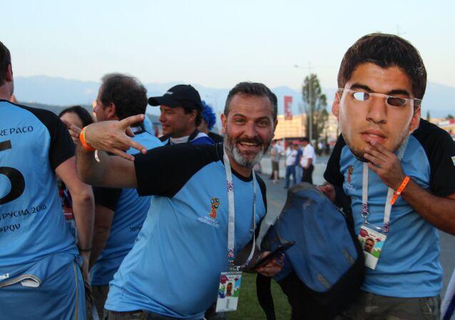 Torcida uruguaia antes do jogo Portugal-Uruguai, em 30 de junho de 2018, em Sochi