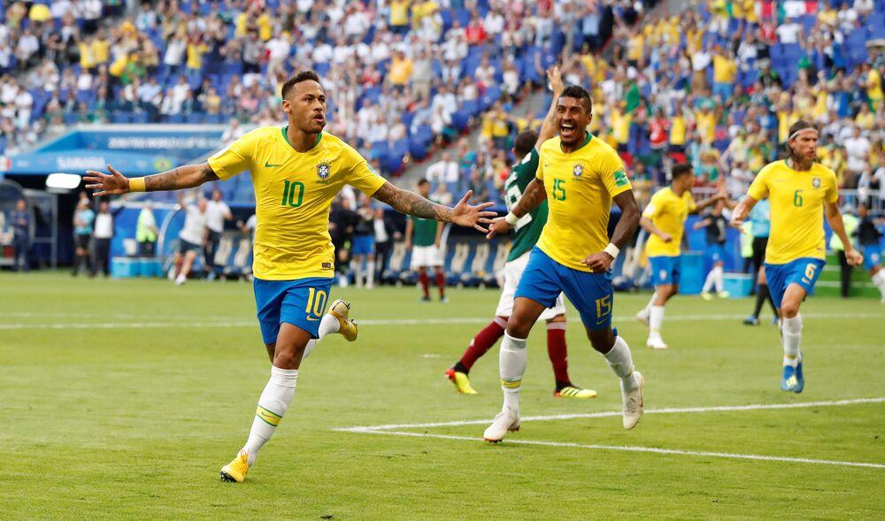 Neymar comemora primeiro gol do Brasil