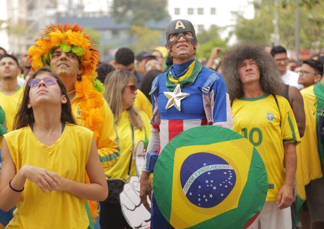 Torcedores da seleção brasileira masculina de futebol apreensivos, no Rio de Janeiro, com o jogo entre Brasil e México pelas oitavas de final da Copa do Mundo de 2018