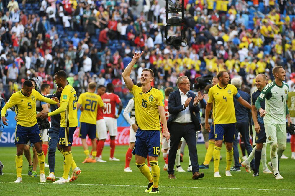 Suecos festejam vitória sobre a Suíça nas oitavas de final da Copa do Mundo FIFA 2018