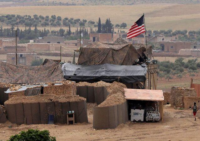 Forças norte-americanas montaram uma nova base em Manbij, na Síria.