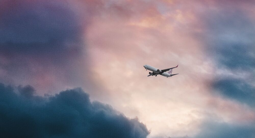 Avião em céu (imagem referencial)