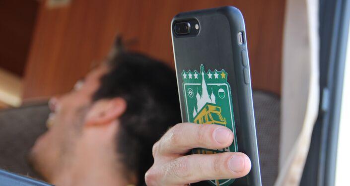 Logo go Segue o Hexa aparece na capa do celular de um dos torcedores