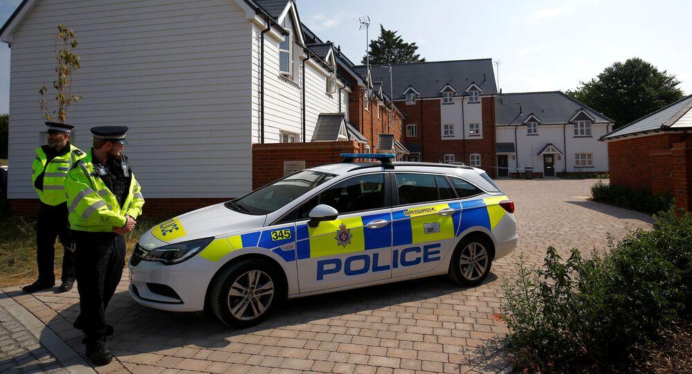 Policiais britânicos perto do Centro Batista Amesbury, Amesbury, Reino Unido