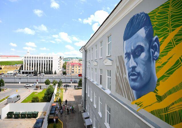 Imagem de Neymar é grafitada no prédio em Kazan, Rússia, 5 de julho de 2018