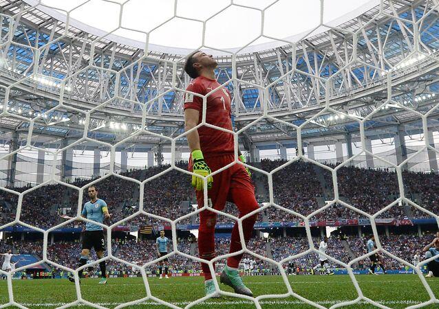 Goleiro uruguaio Muslero na derrota para a França.