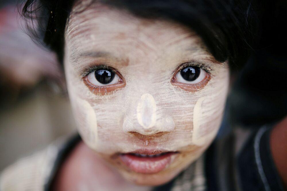Criança refugiada do povo rohingya no Bangladesh