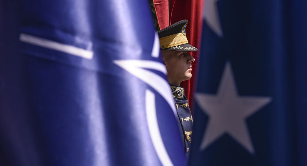Bandeiras da OTAN e da UE